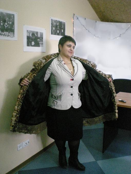 Эту шубу Галина носила, когда весила 140 килограмм. Теперь в нее поместится две Галины. Фото автора