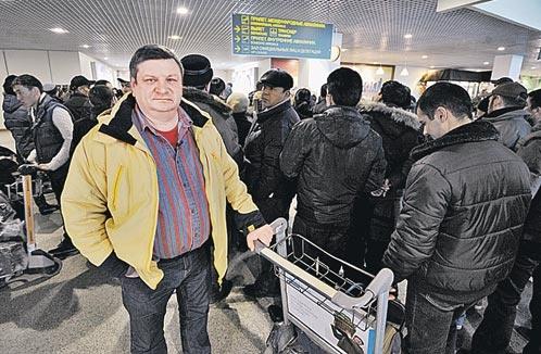 Дмитрий Бурыкин не смог сдержать слез, когда через год снова оказался на месте взрыва.