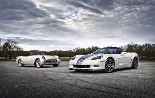 Проданный на аукционе кабриолет окрашен в белый цвет с серыми полосами