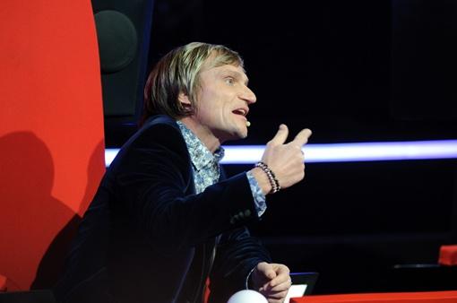 Олег считает, что девушка неуважительно отнеслась к песне и к нему.