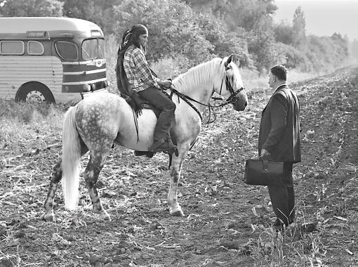 Кадр из фильма: украинские аграрии приехали за опытом в Канаду и встретили