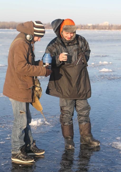И рыба после горячего чая стала ловиться веселее. Фото Павла ДАЦКОВСКОГО.