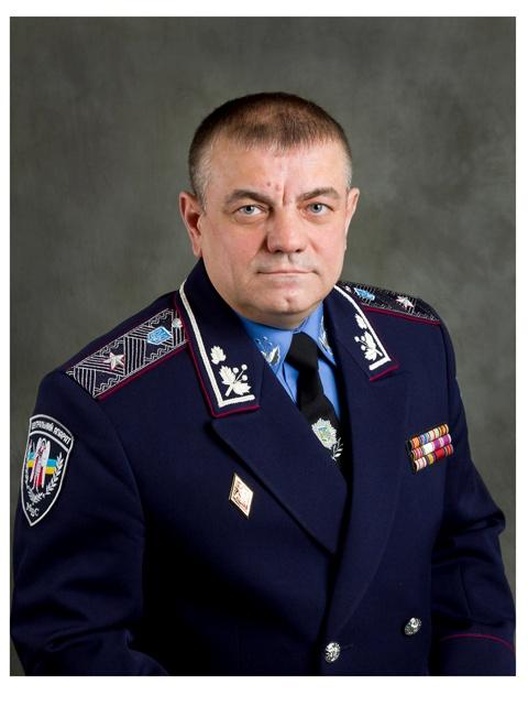 Владимир Иванович уверяет, что отношения к загадочной визитке не имеет.