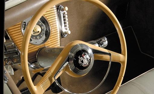 6-цилиндровый оппозитный двигатель объемом 9,6 л развивал 150 л.