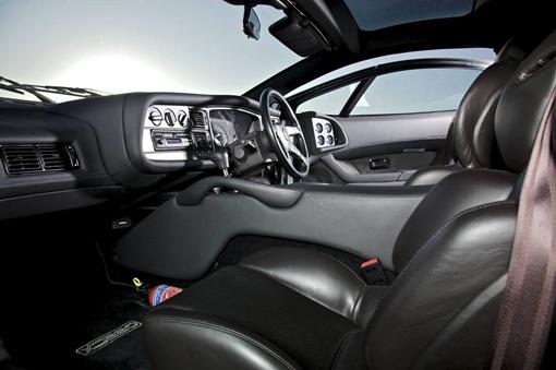 Серебристый автомобиль, предназначенный для мероприятия Jaguar Experience Day- один из 10 опытных образцов