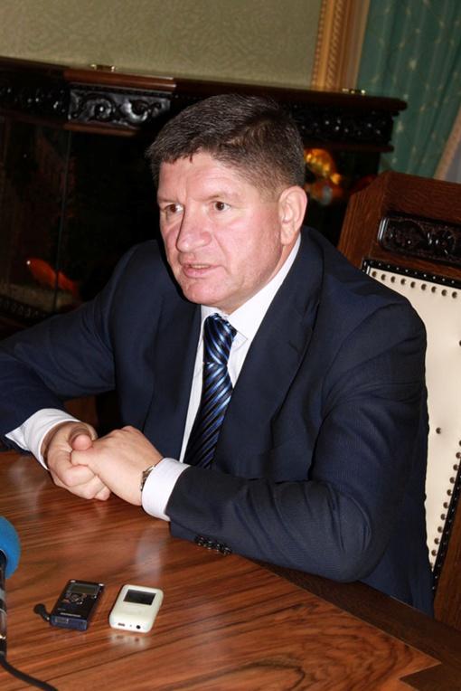 Михаил Костюк не хочет, чтобы его служащие простудились.Фото автора.