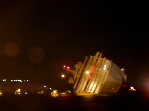 На борту судна находились порядка 4200 пассажиров и членов экипажа.
