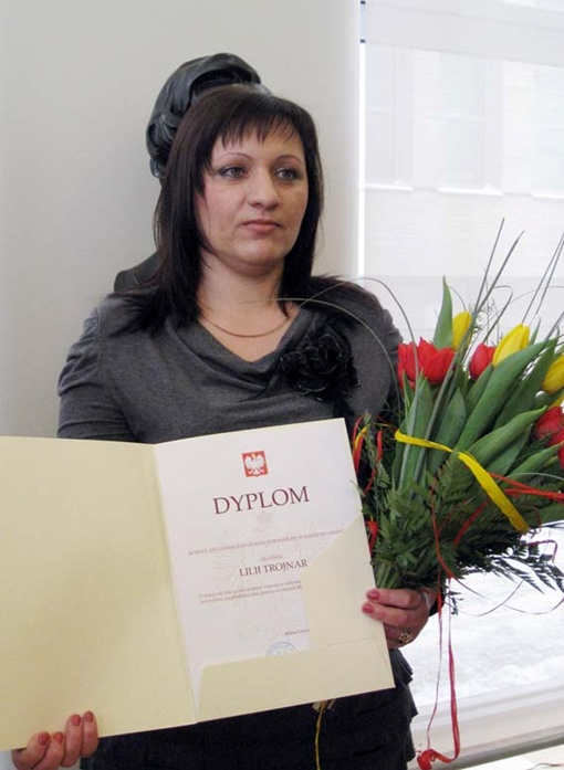 Лилия Тройнар собирается взять с собой грамоту, чтобы побыстрее пересечь границу. Фото автора.