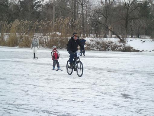 Вадим и Саша Грушко в первом заезде по скициклрэйсингу