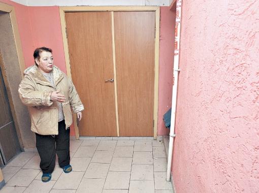 Инициативы Валентины Щенявской поддержали другие жильцы дома и самостоятельно стали делать ремонты возле своих квартир.