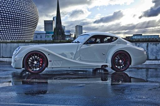 Купе Morgan является самым легким в мире автомобилем с большим 4,8-литровым двигателем V8.