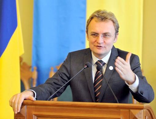 Андрей Садовый убеждает, что не планирует распускать горсовет. Фото пресс-службы ЛГС.