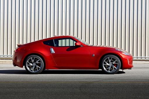В движение спортивную модель Nissan приводит тот же 3,7-литровый