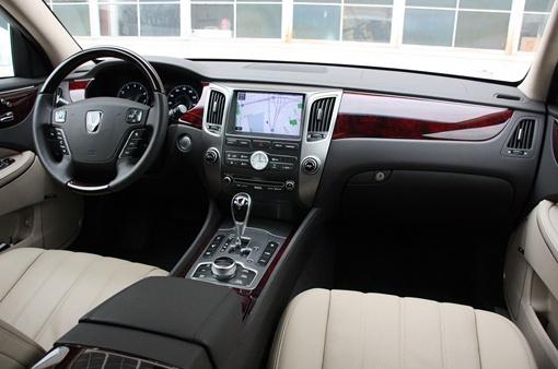 Максимальная скорость автомобиля составляет 240 км/ч