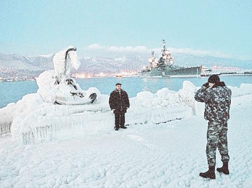 Черноморские пляжи поросли сугробами и ледяными глыбами. Фото Павла ГУРИНА (