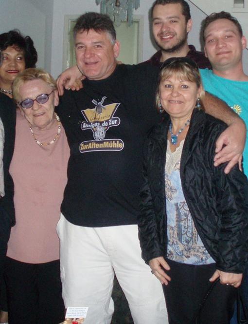 Семья Фурдын в Бразилии: брат Роберт с родственниками.