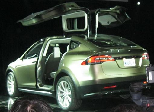 Model X может разогнаться до 100 км/ч за 4,4 секунды. Фото: Autoblog.com