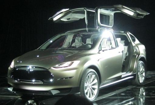 Батареи расположены в нижней плоскости автомобиля, поэтому у X много свободного пространства. Фото: Autoblog.com