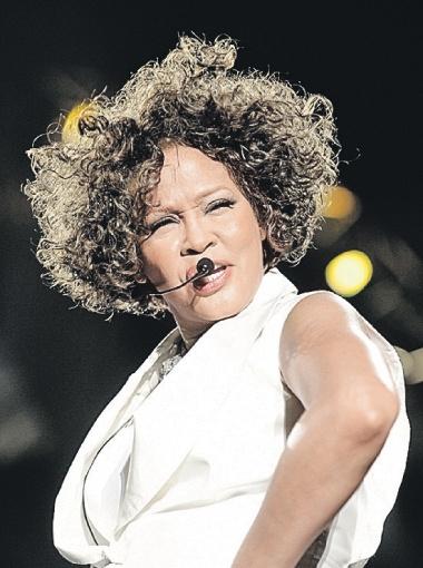 Май 2010 года. Певица заметно прибавила в весе. Критика поклонников помогла Уитни вернуться в форму.