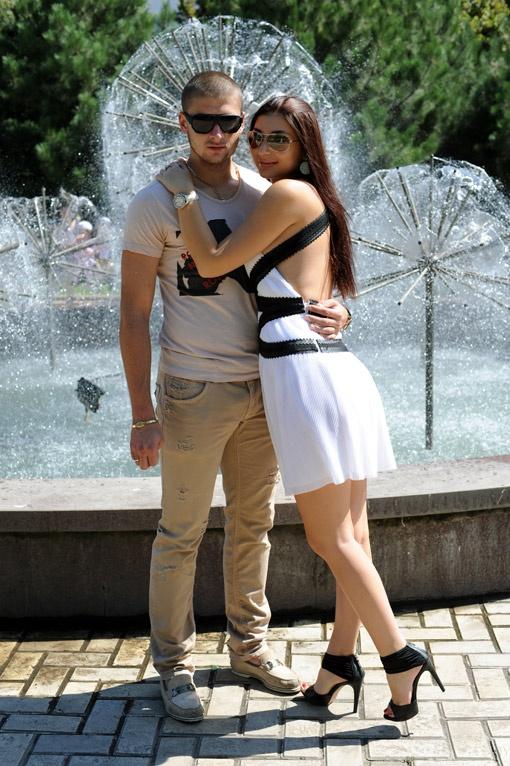 Ярославу Ракицкому пришлось тратить по 4 часа в ожиданиях у подъезда, чтобы добиться взаимности. А что, красива пара, как на наш взгляд!