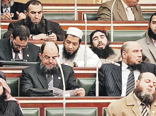 ...а вот так теперь в результате революции выглядит египетский парламент - 70% мест в нем взяли ортодоксальные