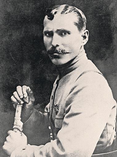 Василий Иванович в жизни был отличным знатоком военного дела.