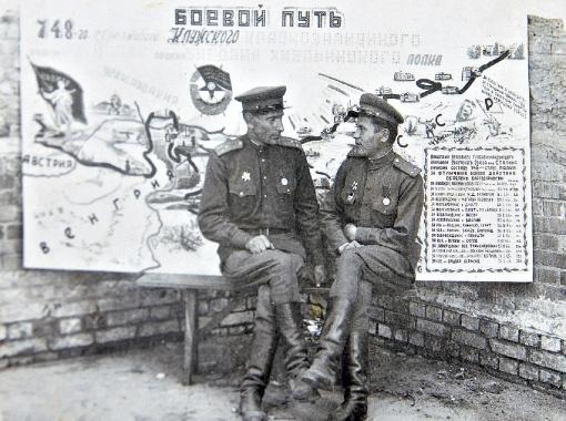 Аркадий Евстахиевич прошел всю Великую Отечественную войну (на фото он справа).