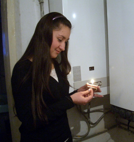 Чтоб не угореть, проверяйте вентиляцию и тягу в дымоходе. Фото из архива