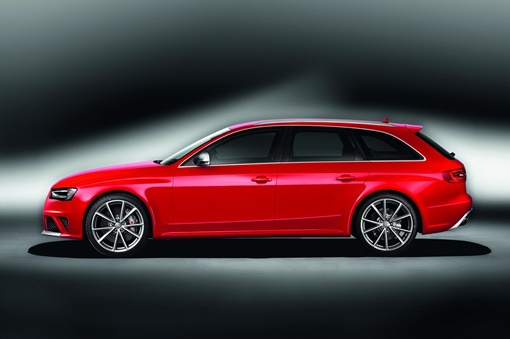 Avant RS4 может разгоняться от нуля до 100 км/час за 4,7 секунды
