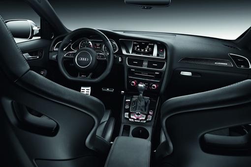 Avant RS4 поступит в продажу осенью этого года по базовой цене 76600 евро.