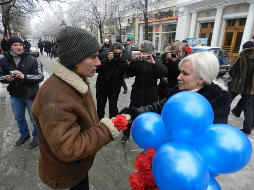 Депутат Верховной Рады Крыма Ольга Ковитиди подарила людям улыбки и 50 копеек