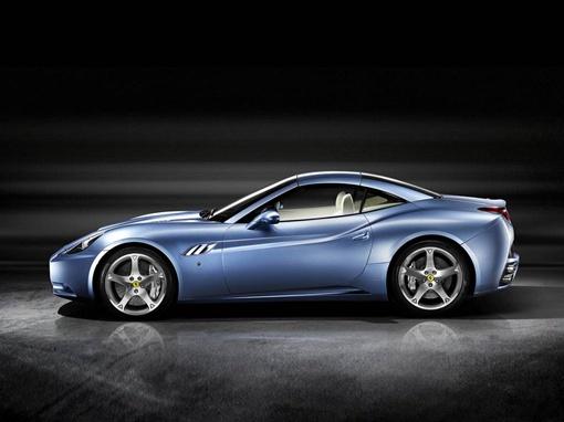 Внешне отличить постреформенные машины от нынешних можно лишь по окрашенной в серебристый цвет решетке радиатора. Фото  Ferrari