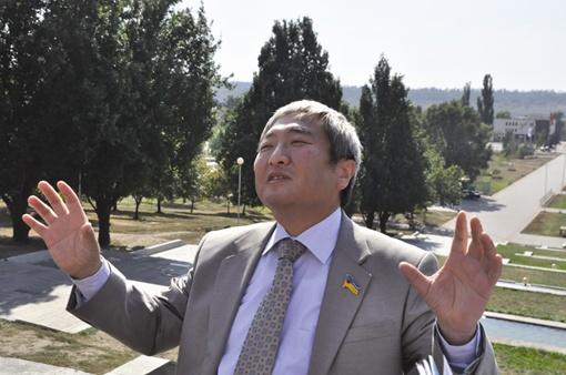 Александр Син планирует выделить из казны 800 тысяч на новые санузлы.