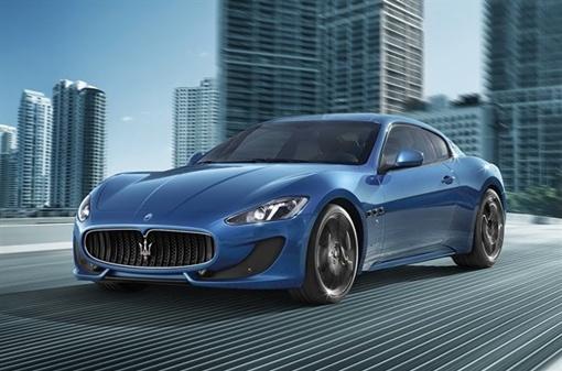 Авто получило 4,7-литровый двигатель V8 мощностью 460 л.с