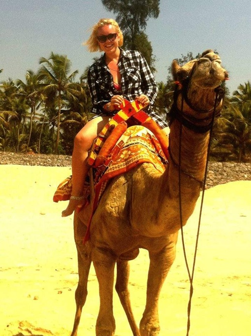 Сейчас девушка кардинально преобразилась (снимок сделан на отдыхе в Гоа). Фото предоставлено каналом СТБ.