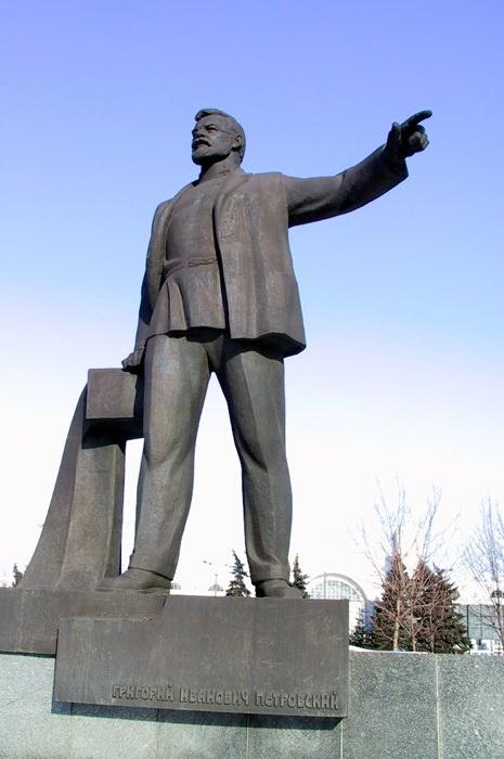 - Вокзалы - за мной! Главпочтамт и ЦУМ - у Ленина!