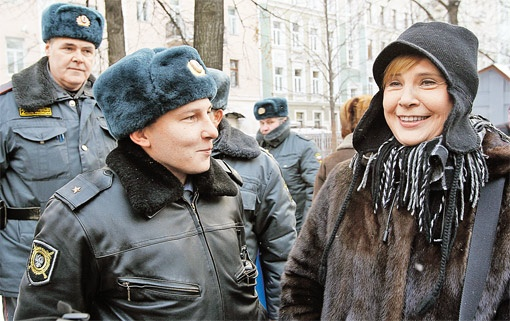 Чтобы отстоять покой в родном переулке, Татьяна Анатольевна готова к решительным действиям. И полицией ее не испугать.