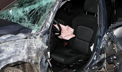 Авто вылетело на обочину и врезалось в дерево. Фото - timer.od.ua