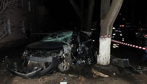 Водитель погиб, еще три человека попали в больницу. Фото - timer.od.ua