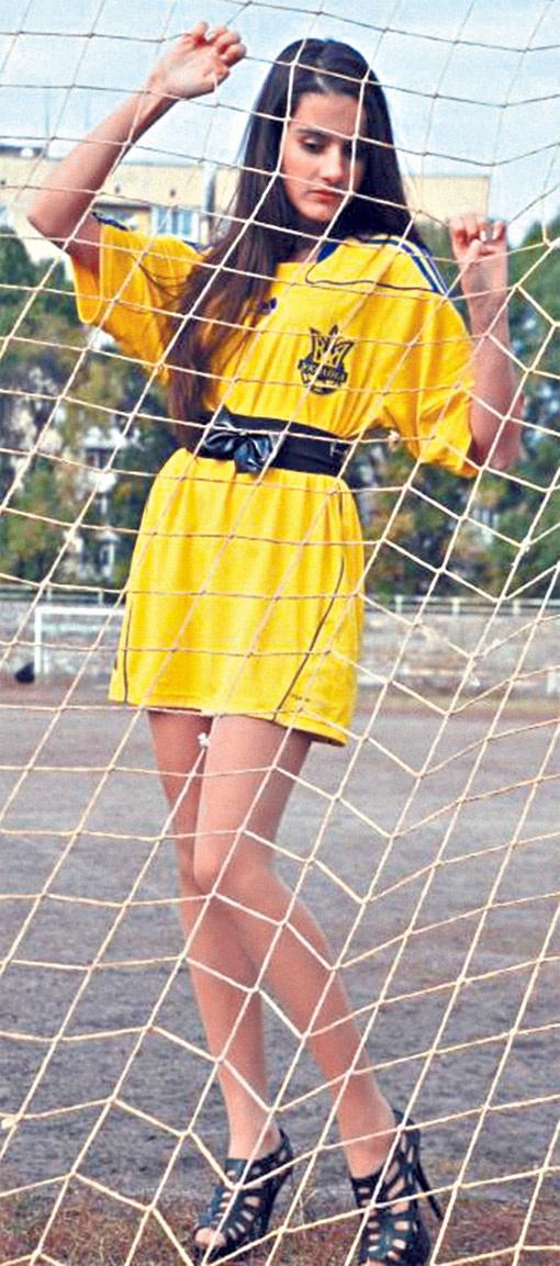 Алина Семененко не просто красавица, но и большой знаток и ценитель футбола. Фото из архива