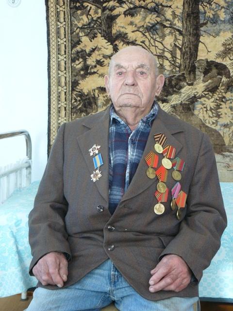 Долгожитель живет в небольшом частном домике в Джанкое.