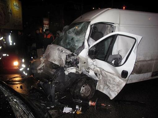 Водитель и пассажир микроавтобуса выжили чудом.
