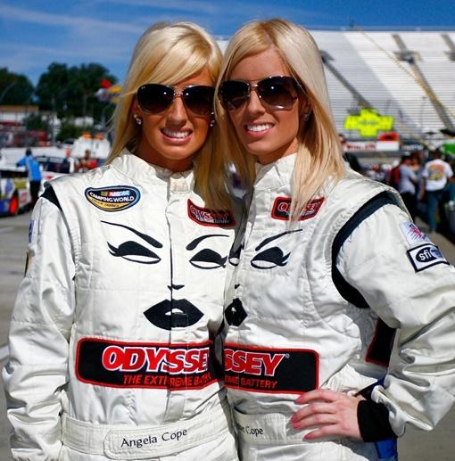 Девушки собираются стать законодательницами новой автоспортивной моды.  Фото: maxim.com