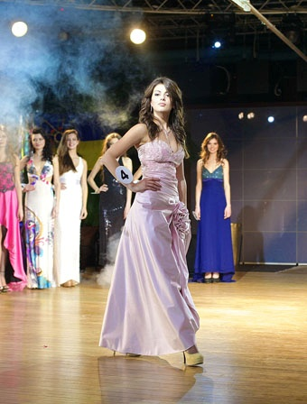 Победительница получит права лишь через два года. Фото с сайта Weekend.od.ua