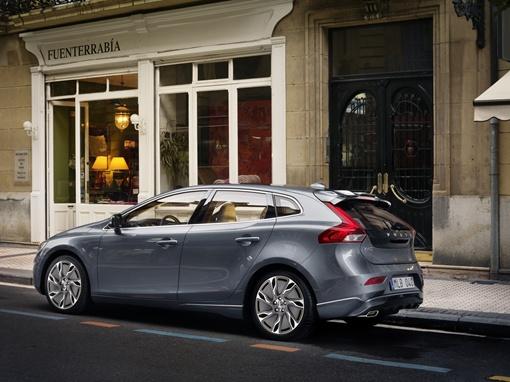 Первые официальные фотографии Volvo V40 2013 появились в сети. Фото Volvo