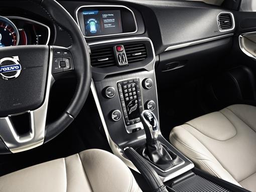 Покупатели смогут выбирать между 4-цилиндровыми бензиновыми и дизельными моторами новой линейки VEA. Фото Volvo