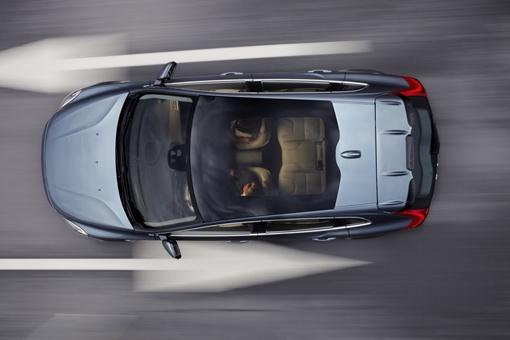Габаритная длина пятидверного хэтчбека составит 4,45 метра против 4,25 и 4,63 метра у C30 и V60 соответственно. Фото Volvo