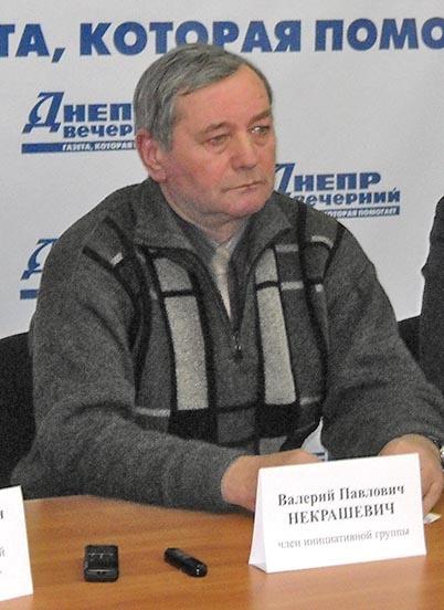 Валерий Некрашевич теперь получает пенсию через другой банк, но не теряет надежды найти исчезнувший депозит.