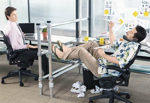 То, что одному сотруднику кажется нормальным, может раздражать окружающих. Фото Thinkstock.