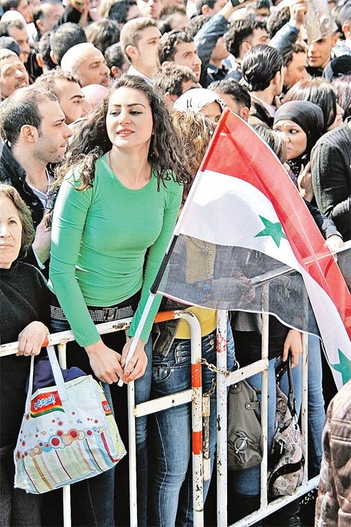 Таких кадров на западных телеканалах не увидеть: там утверждают, что сирийские власти не поддерживает никто.